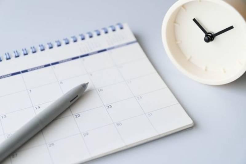 カレンダーと時計の画像
